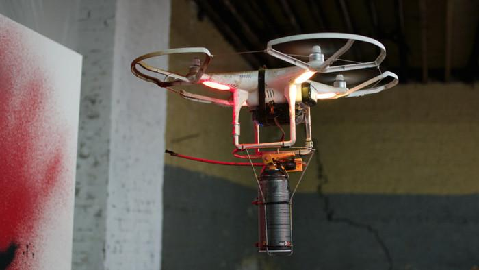 how-to-make-your-own-graffiti-drone-in-six-easy-steps-610-1433772864-crop_mobile 2
